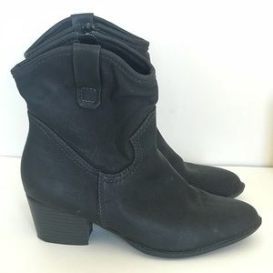 UNLISTED Kenneth Cole Ankle Boots Size 6